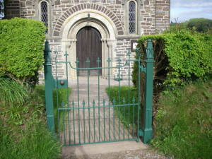 petton_church_gate_restoration _23.5.15 027